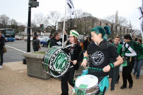 Rude Band plays in Iraq war protest at IRS.